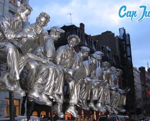 Statues des célèbres onze ouvriers, assis sur une poutre métallique surplombant Manhattan