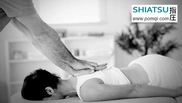 Technique shiatsu points de compression sur le haut du dos